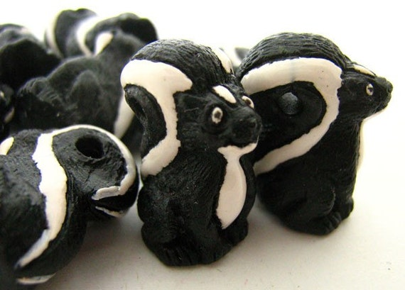 4 Large Skunk Beads - LG107