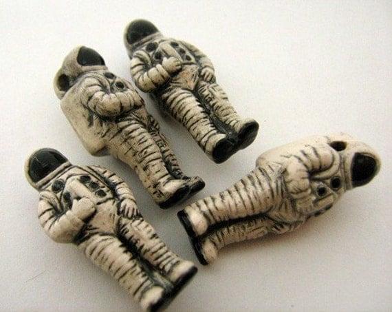 10 Large Astronaut Beads
