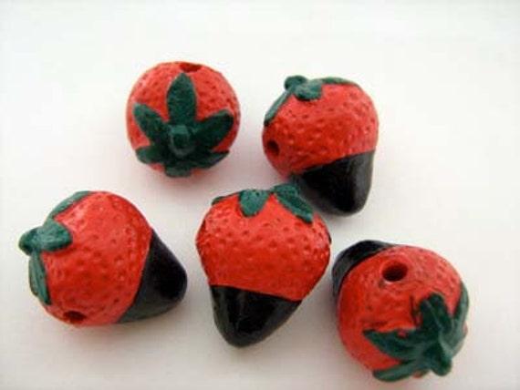 10 Large Chocolate Strawberry Beads - LG579