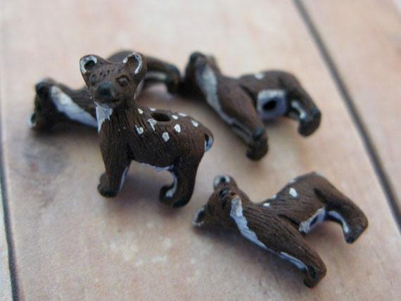 10 Tiny Deer Beads