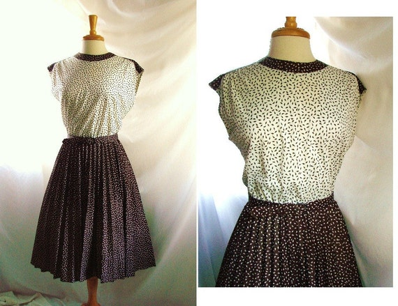 70s dress / vintage 1970s Brown white Pleated Day Dress size 12