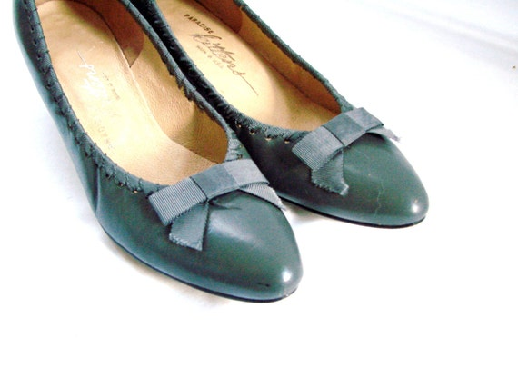 Grey Bow Heals Pumps Shoes / vintage Grey Paradise Kittens Heels size 8 1/2 M