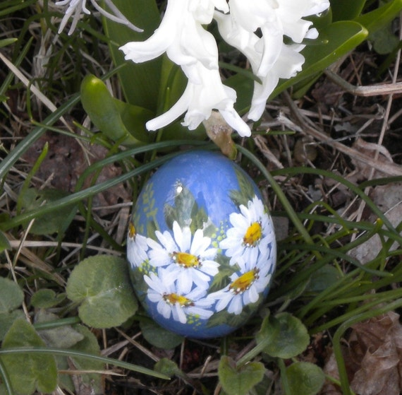 Wooden  Egg 25 - Daisies on Blue
