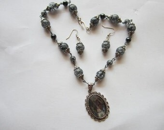 Crackled Black Necklace w/ earrings