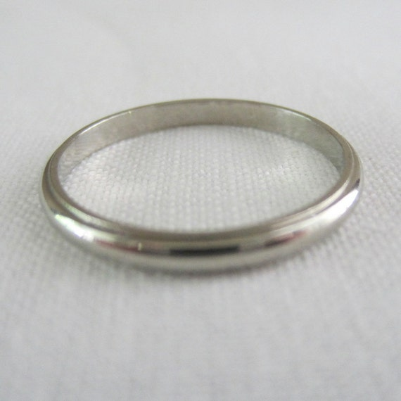 Vintage Art Deco 1930s White Gold Wedding Band. Addy on Etsy.