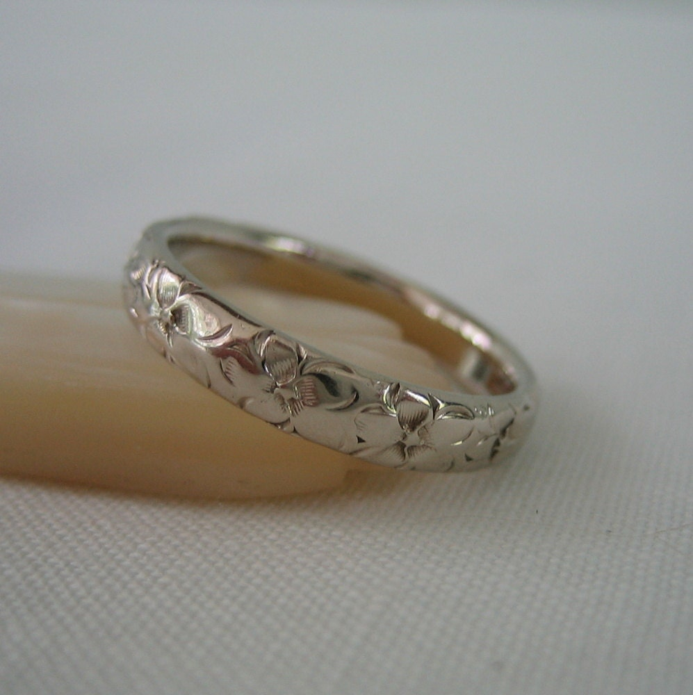 Floral Bands: Vintage Floral Wedding Band. White Gold Engraved Ring. Addy On