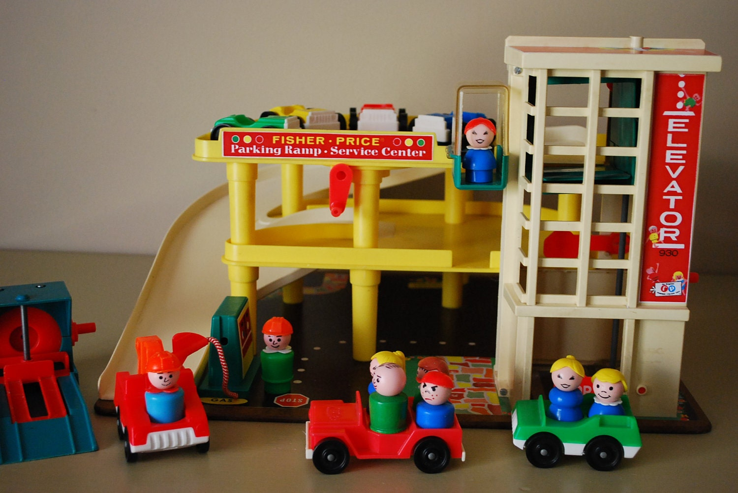 vintage fisher price play family garage by aglimpsefromthepast. Black Bedroom Furniture Sets. Home Design Ideas