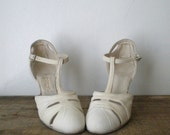 vintage 1920s heels ll vintage 20s Boardwalk Darling white canvas T-bar maryjane heels by I. Miller