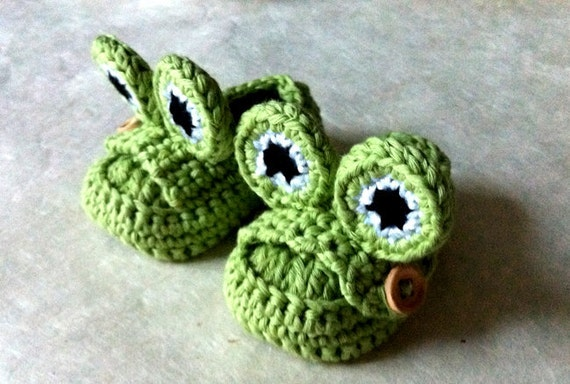 Green Frog Baby Booties Loafer Style with Cute Green Frog Eyes