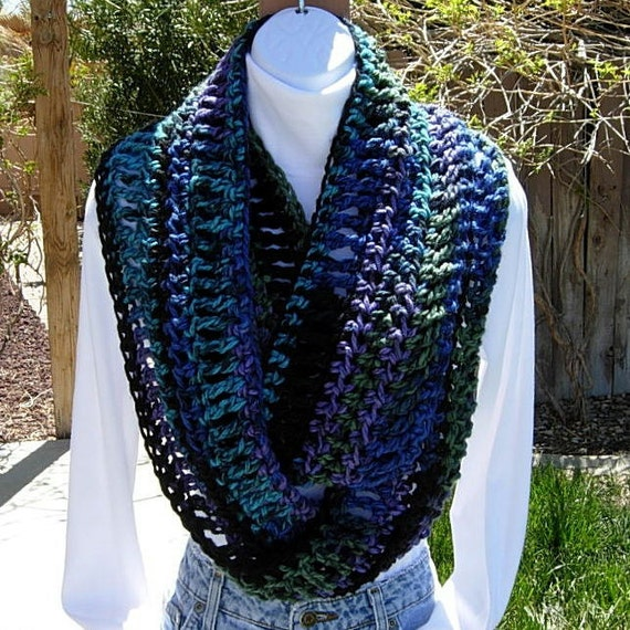 INFINITY LOOP SCARF..Black, Turquoise, Blue, Green, Purple..Super-Soft..Bulky..Winter Circle Cowl..100% Acrylic..Ready to Ship in 7 Days
