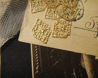 15Pcs Gold Plated Diamnd Shaped Filigree Stampings For Resin Flowers