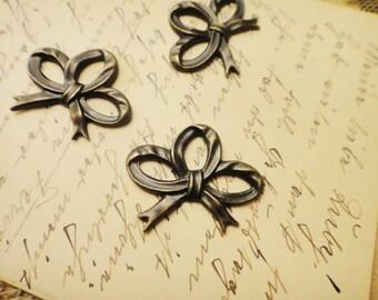 8cs Antique Brass Plated Brass Bow Pendants