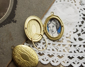 6Pcs Raw Brass Vintage Floral Oval Lockets with oval clips