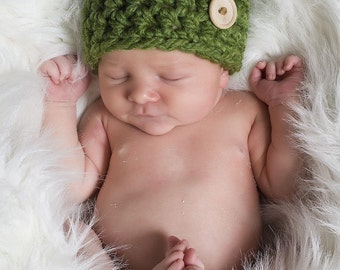 Chunky Newborn Button Beanie Hat in Green Grass