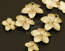 AC-419-MG / 2 Pcs - Triple Daisy Flower Connector, Matte Gold Plated over Brass / 15mm x 37mm