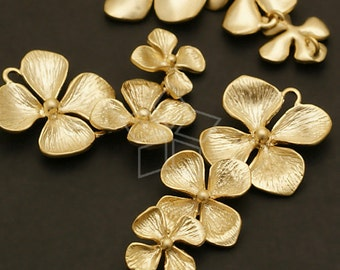 AC-399-MG / 2 Pcs - NEW Triple Cute Flower Connector, Matte Gold Plated over Brass / 14mm x 35mm