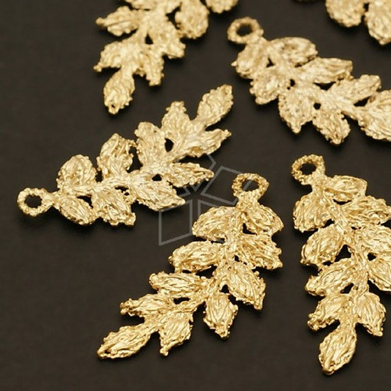 AC-366-MG / 4 Pcs - Lace Leaves Pendant (M-Size), Matte Gold Plated over Pewter / 11mm x 26mm