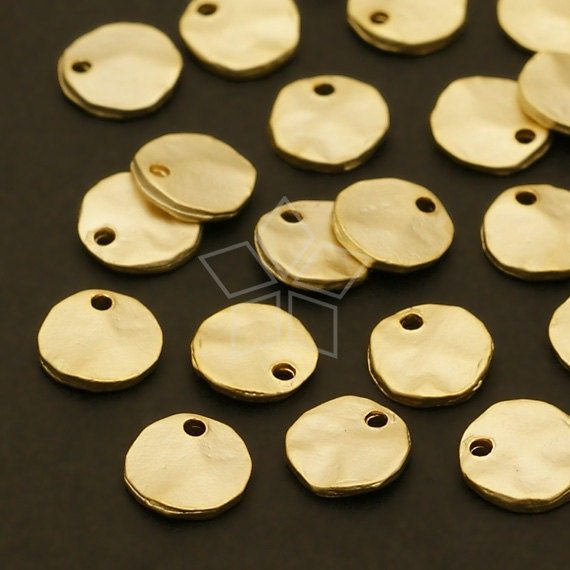 AC-435-MG / 8 Pcs - Crushed Mini Coin Charms, Matte Gold Plated over Pewter / 6.5mm