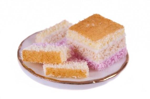 Angle cake dollhouse  miniature