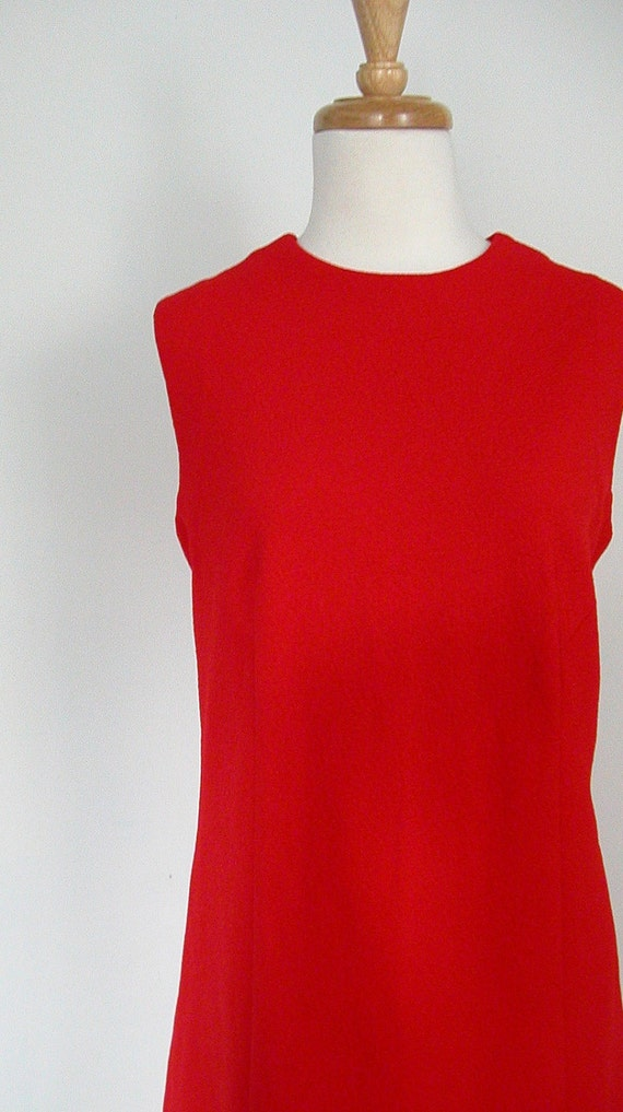 1970s Red Dress / vintage shift dress / sheath dress / secretary dress / 70s dress / sleeveless / Jackie Kennedy / work / aline / medium