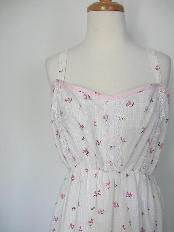 White Sundress / vintage summer dress / 70s boho dress / cotton dress / floral / lace dress / med large