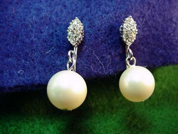 Faux Pearl Drop Clip-on earrings 1940's