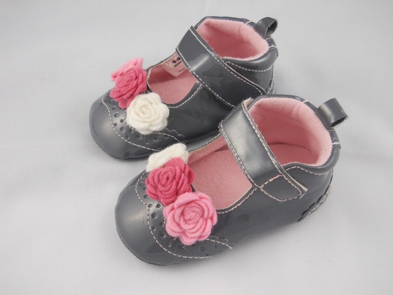 Grey Patent Baby Shoes With Felt Roses 203