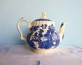Vintage Blue Willow Sadler Teapot