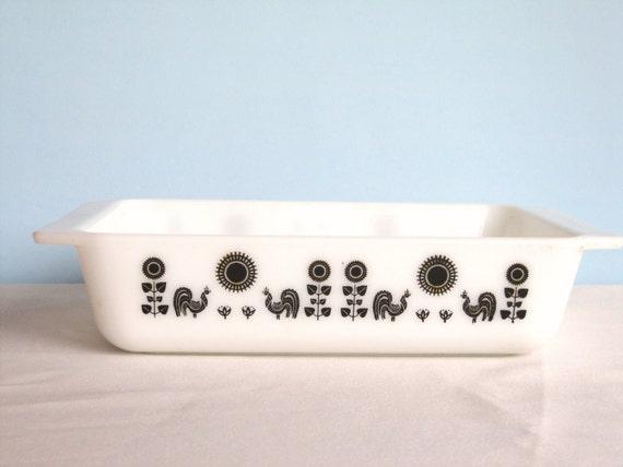 Black White Pyrex - Pyrex Rooster Design - 2 quart Casserole Dish