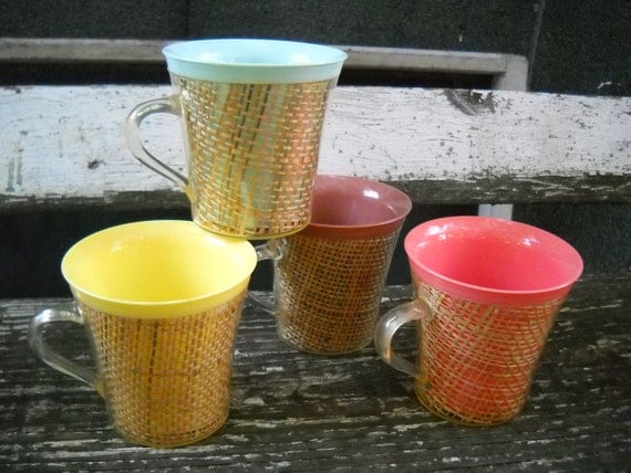 Vintage Wicker Coffee Cups Set Of 4 Plastic Picnic Mugs Pink
