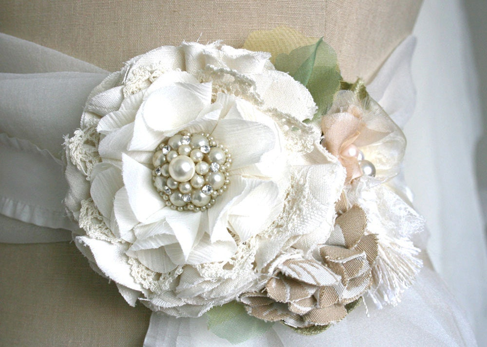 Bridal Wedding Gown Flower Sash Pin Corsage In Ivory White