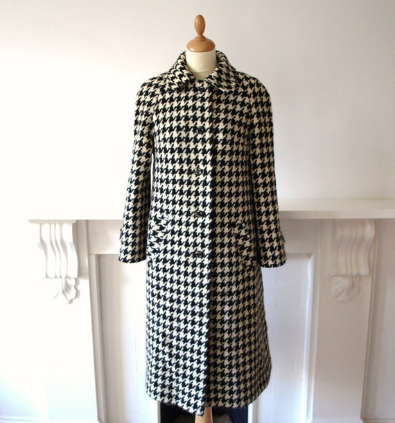 Vintage 1960s Alexon black & white wool houndstooth check mod winter coat medium
