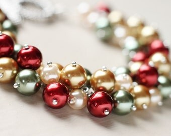 Christmas Holiday Pearl Cluster Bracelet - Vintage Warmth