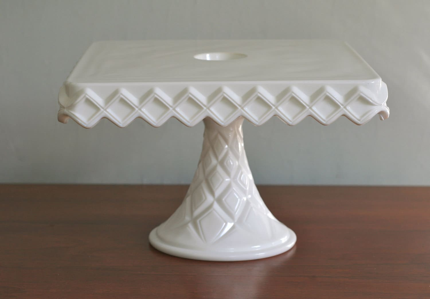 How To Make Your Own Vintage Cake Stand