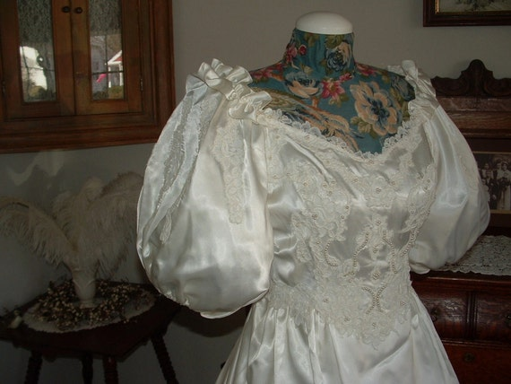 Vintage Satin Wedding dress - Lace, Pearls, Puffy short sleeves