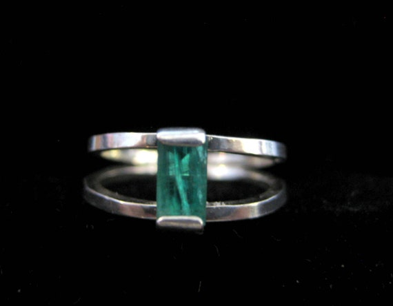 Elegant but Simple Natural Emerald in Split Band Sterling Silver Ring