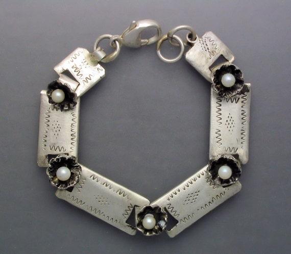 Linked Pearl Flower Bracelet
