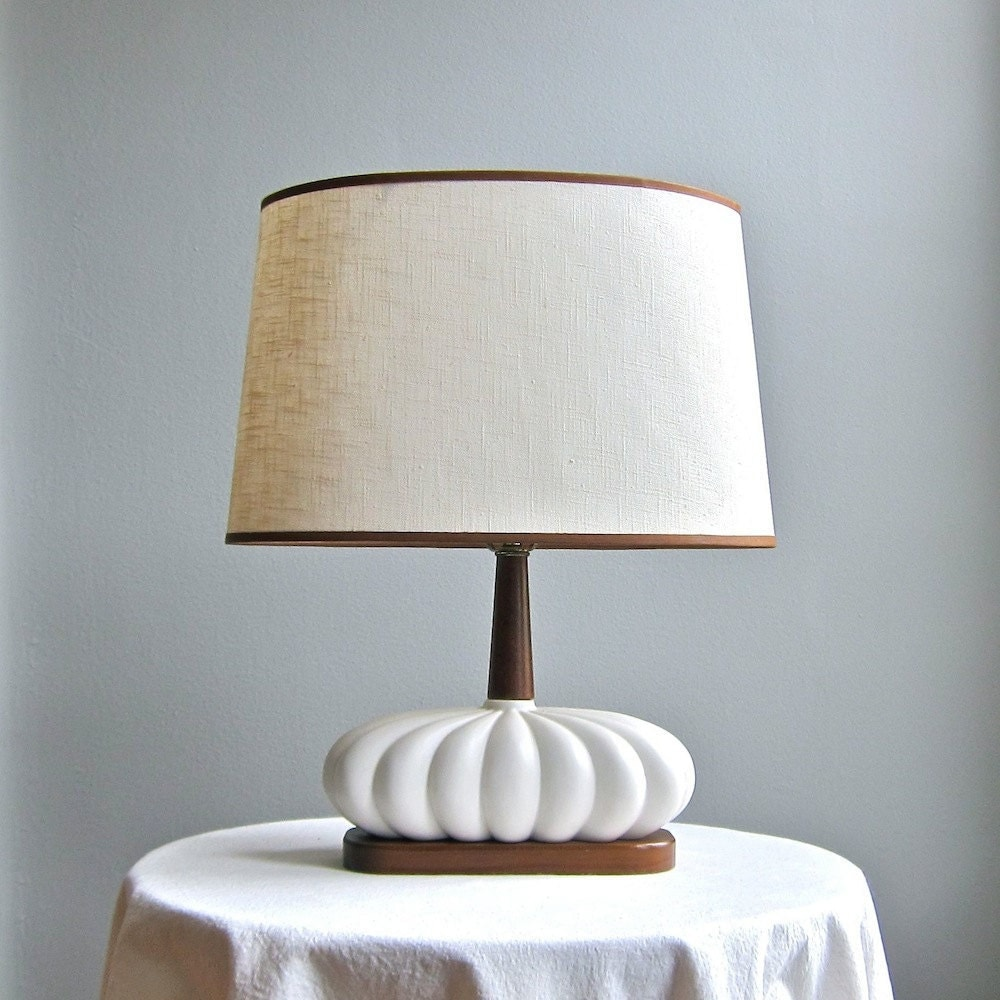 mid century modern table lamp white ceramic and walnut 1960s. Black Bedroom Furniture Sets. Home Design Ideas