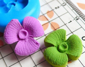 Flower Mold 15mm Flexible Silicone Mold Mini Cupcake Topper Flower Jewelry Fimo Polymer Clay Resin Mold Fondant Gumpaste Push Mold MD567