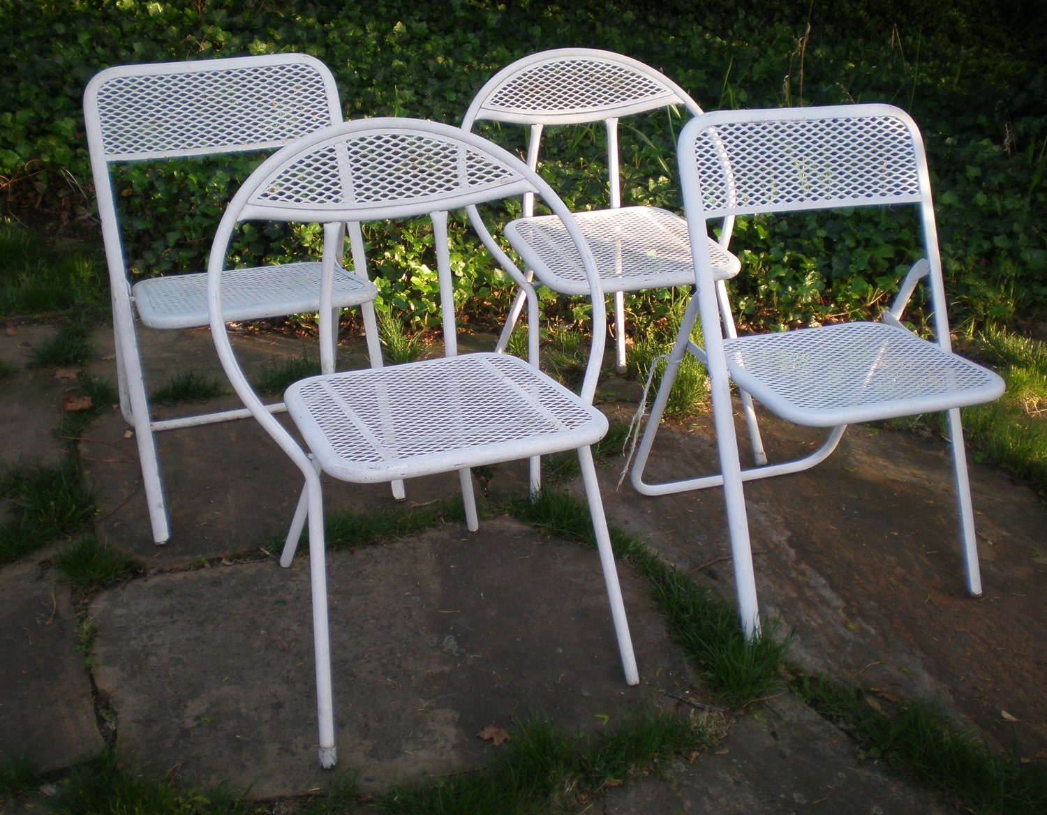 Vintage folding lawn chairs -  Zoom
