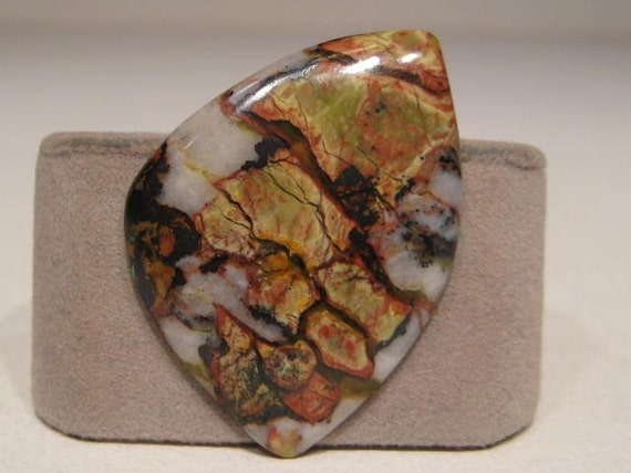 Serpentine in Quartz ...    37  x 28  x  4mm    thick   (sepQ7)