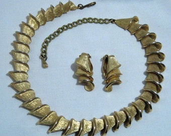 Vintage Kamer Gold Tone Necklace and Earrings Set