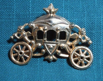 Cinderella Carriage Brooch Moving Wheels 1960s NEW OLD STOCK...csc46