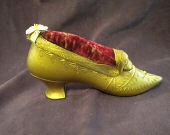 x Antique Metal Pin Cushion Shoe with Ribbonwork (FF420)