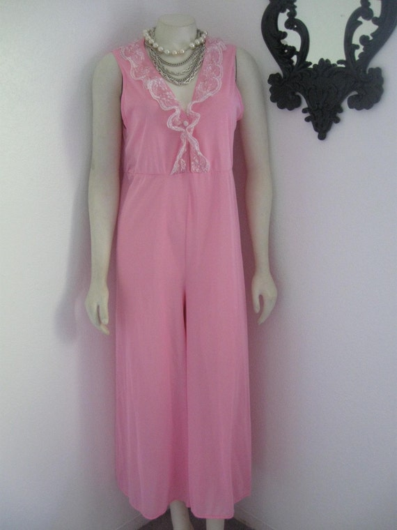 Bright Pink Vintage 60's sleep jumper pants nighty with Lace trim size Small