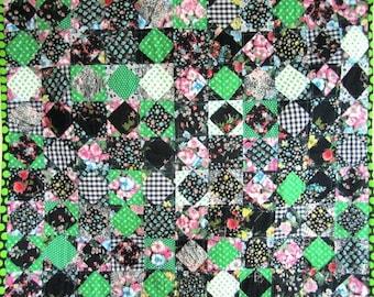 Patchwork Quilt Diamond Crib Wall Black Green Retro Vintage  - 33.5 x 39 Inches