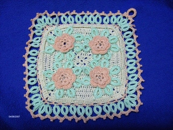 Handmade Cro Tatted Potholder  Vintage style Roses  Peach Mint NEW