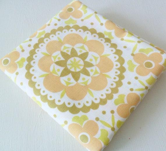 Vintage Fabric Fat Quarter in Yellow/Orange Retro Floral/ Reclaimed Bedsheet/ UK