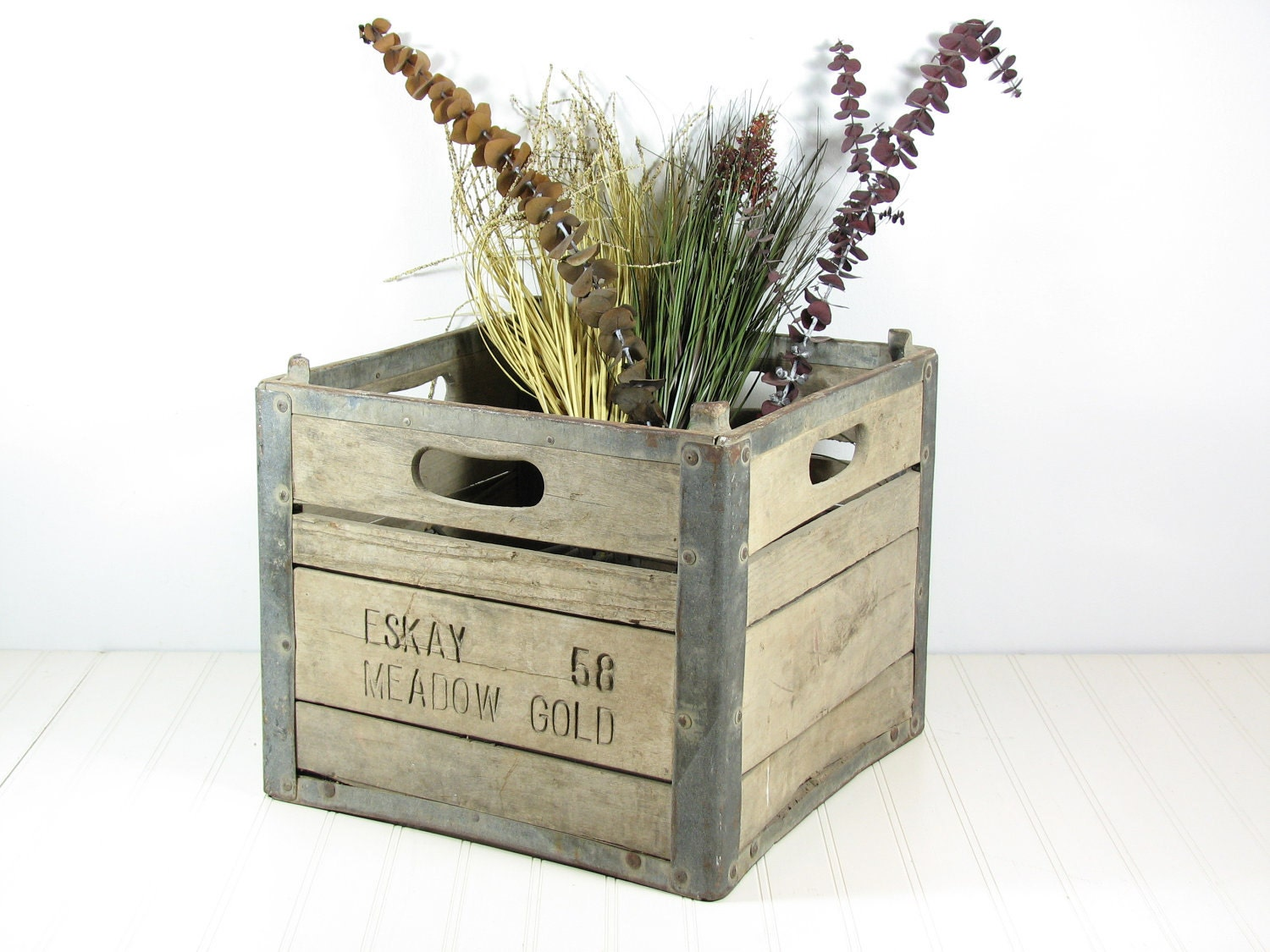 vintage meadow gold wood milk crate. Black Bedroom Furniture Sets. Home Design Ideas
