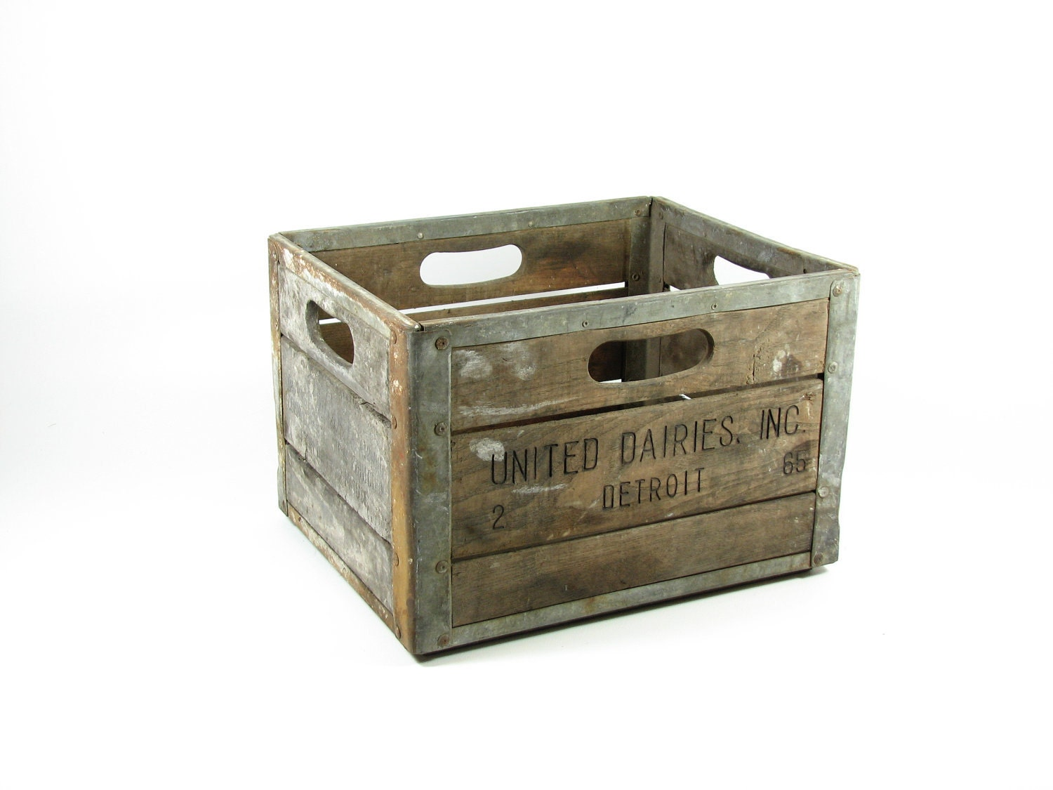 Vintage wood dairy crate wooden box united dairies detroit mi for Old wooden crates